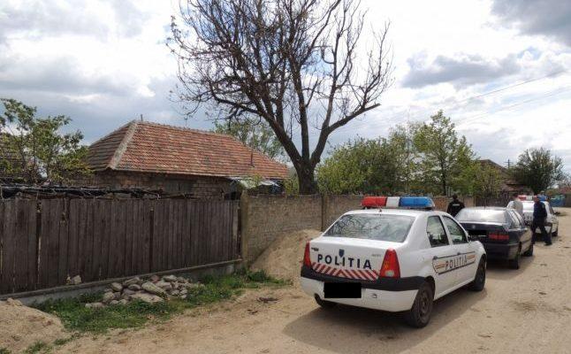 O poliţistă i-a luat unui şofer permisul şi după câteva minute l-a amendat că nu-l are la el