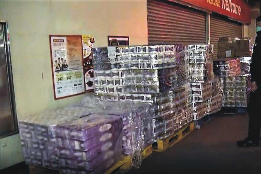 Coronavirus și criza din China. JAF la Hong Kong. S-a furat... hârtie igienică