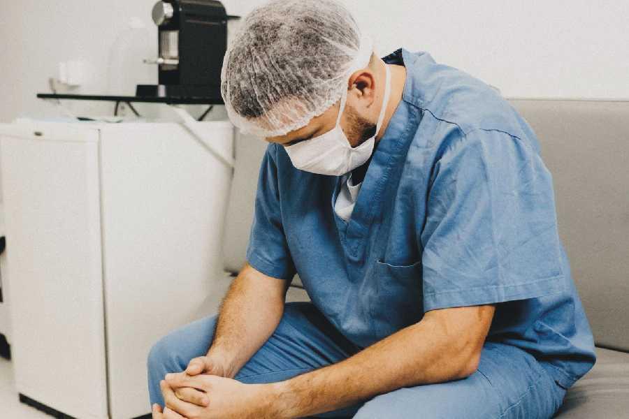 Situație dramatică în Sănătate. Sute de medici și asistente infectate cu COVID-19