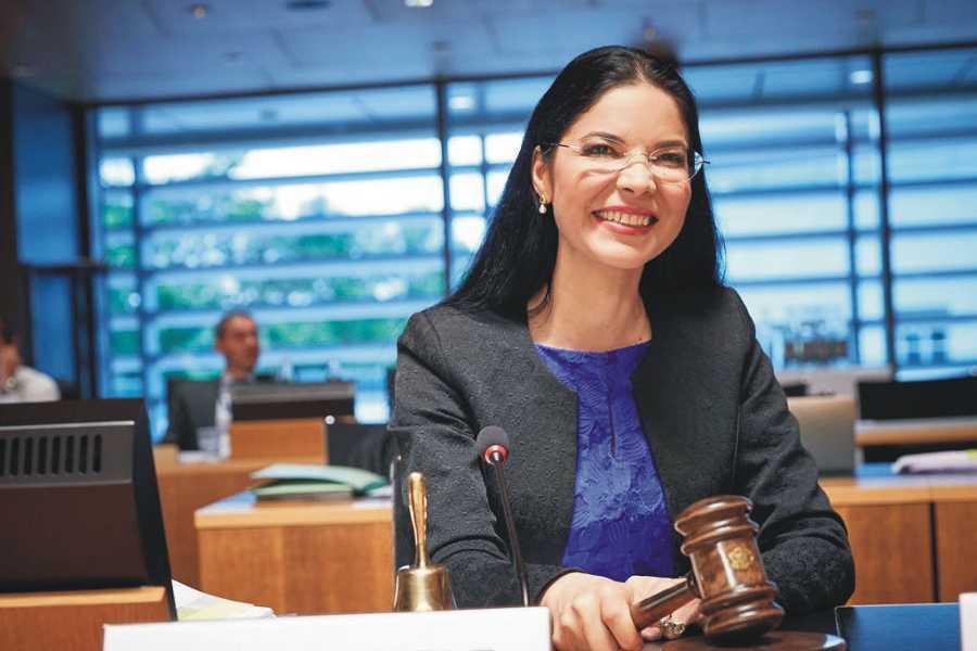 Ana Birchall solicită demisia judecătorilor constituționali Dorneanu, Varga, Pivniceru, după decizia CEDO în cazul Kovesi. foto: Ana Birchall, facebook