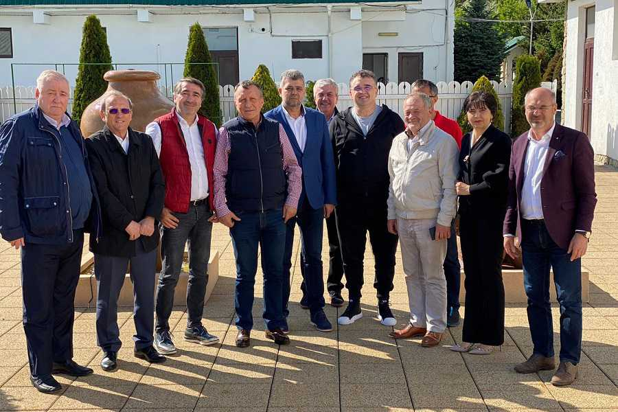 Marcel Ciolacu și prietenii săi: Dumitru Buzatu, Ionel Arsene, Marian Oprișan, Dragoș Benea