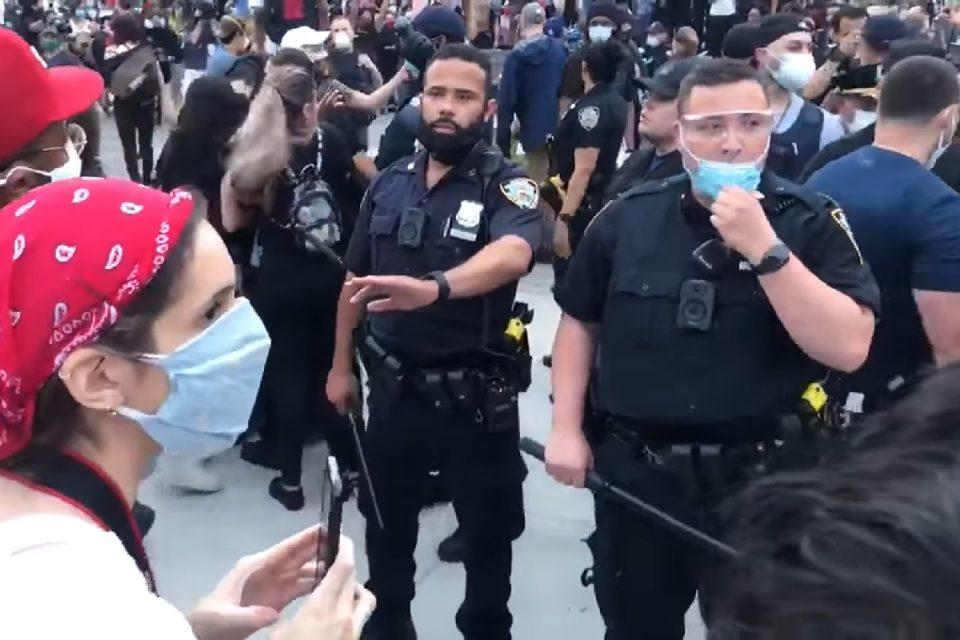 """Americanii vor desființarea poliției din Minneapolis: """"Este de nestăpânit"""""""