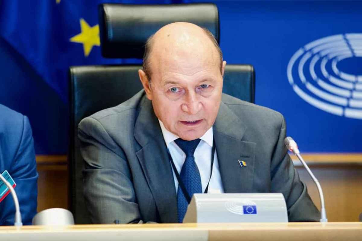 Pensiile nu cresc. Băsescu, către Guvern: Când îi vezi cum se plâng de mila pensionarilor, îţi vine să urli