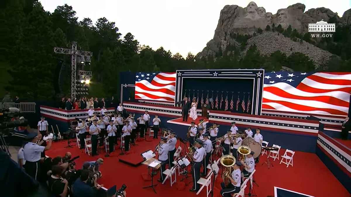 Ziua Americii 4 IULIE - Trump a celebrat la muntele Rushmore - VIDEO. Ceremonie fastuoasă, în ciuda protestelor