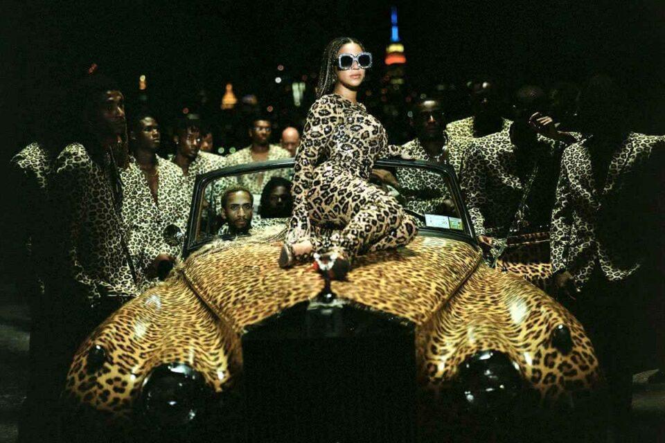 """Beyonce lansează albumul """"Black is King"""" ca odă mișcării BLM!"""