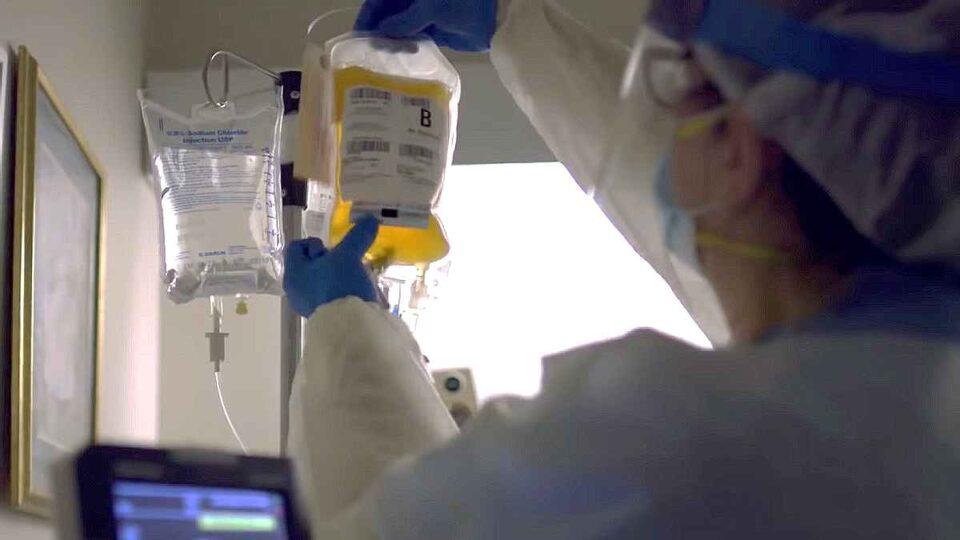 Apelul medicilor la persoanele vindecate să doneze plasmă. Bolnavii de Covid-19 caută disperați donatori
