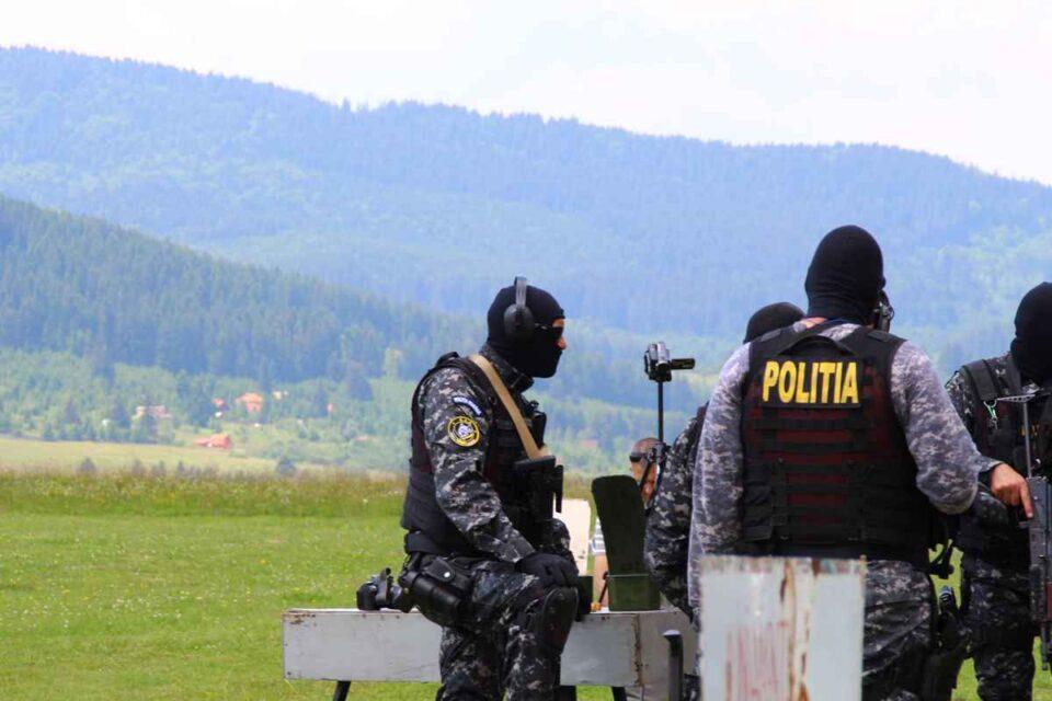 Percheziții la Neamț, inclusiv la o institutție publică, într-un dosar de infracțiuni silvice, corupție și fals