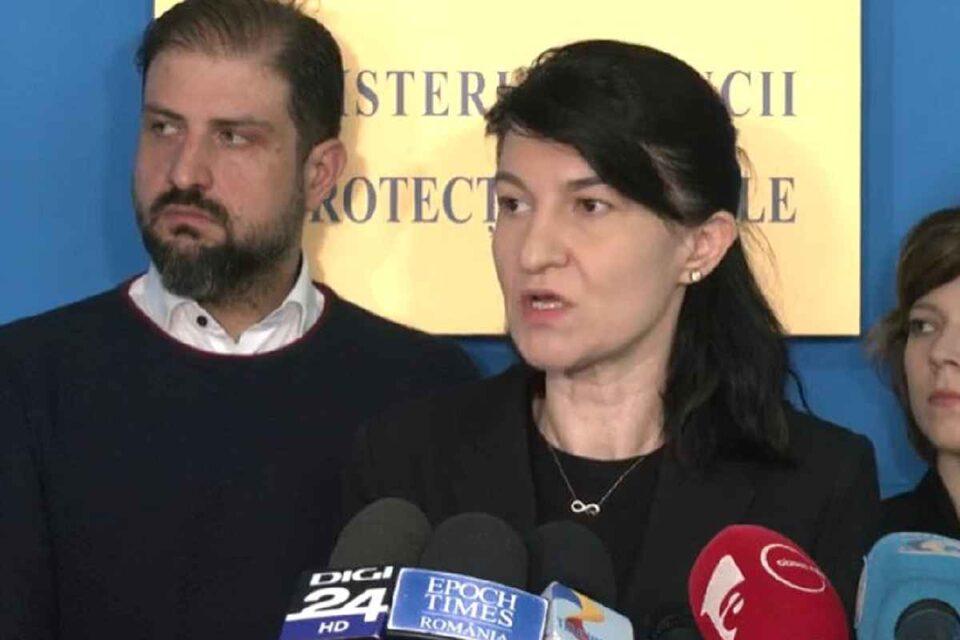 Victor Picu, șeful ANOFM, și Violeta Alexandru, ministrul Muncii