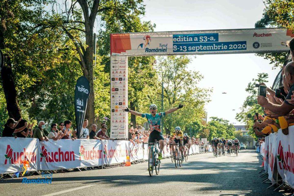 Germanul Lucas Carstensen, de la echipa Bike Aid, câștigă cea de-a doua etapă din Turul României 2020