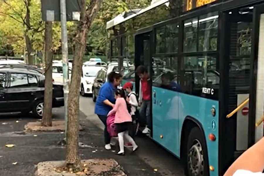 Elevii din învăţământul preuniversitar privat au gratuitate la transportul public