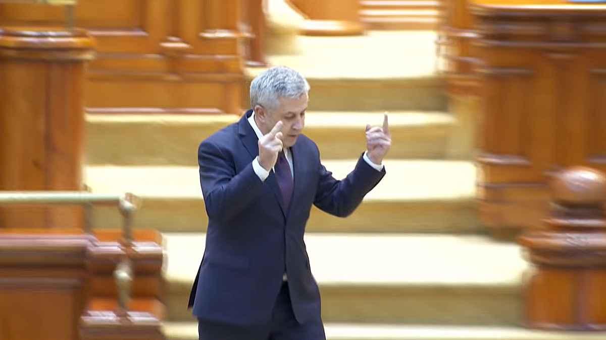 Deputatul Florin Iordache făcând gesturi obscene în Parlament, propus președinte al Consiliului Legislativ