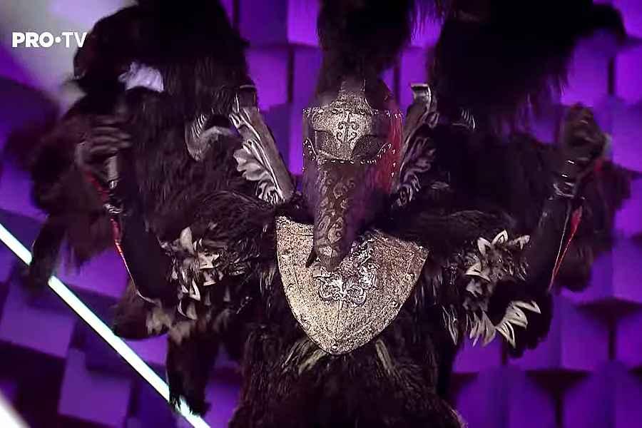 Câștigător Masked Singer România - CORBUL. foto captură video PRO TV