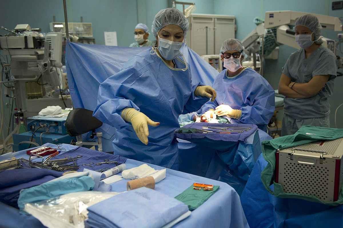 Guvernul pregătește o OUG pentru angajarea a sute de medici