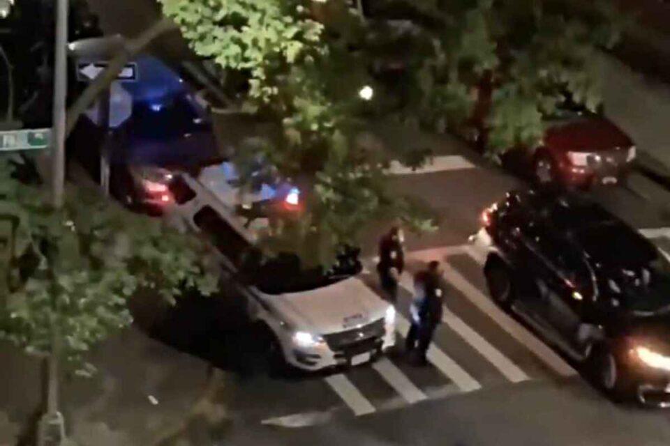 """Poliţist newyorkez, suspendat fără plată după ce spune """"Trump 2020"""" la microfonul maşinii de patrulare în Brooklyn"""