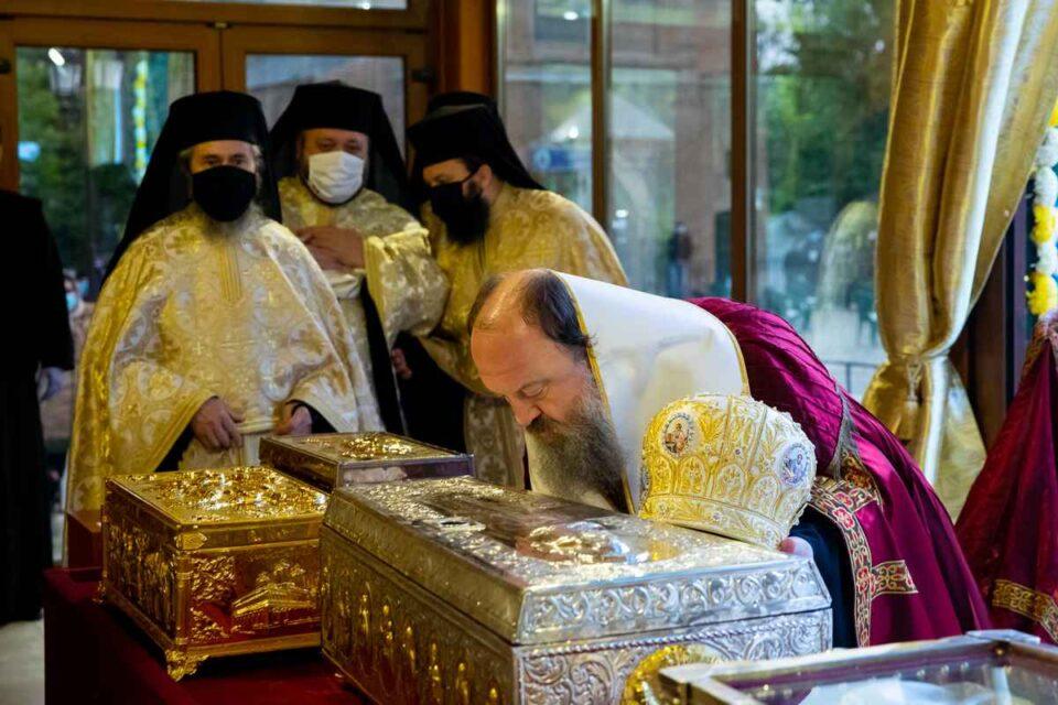 Racla cu moaştele Sfântului Dimitrie cel Nou, scoasă din Catedrala Patriarhală. foto: Basilica