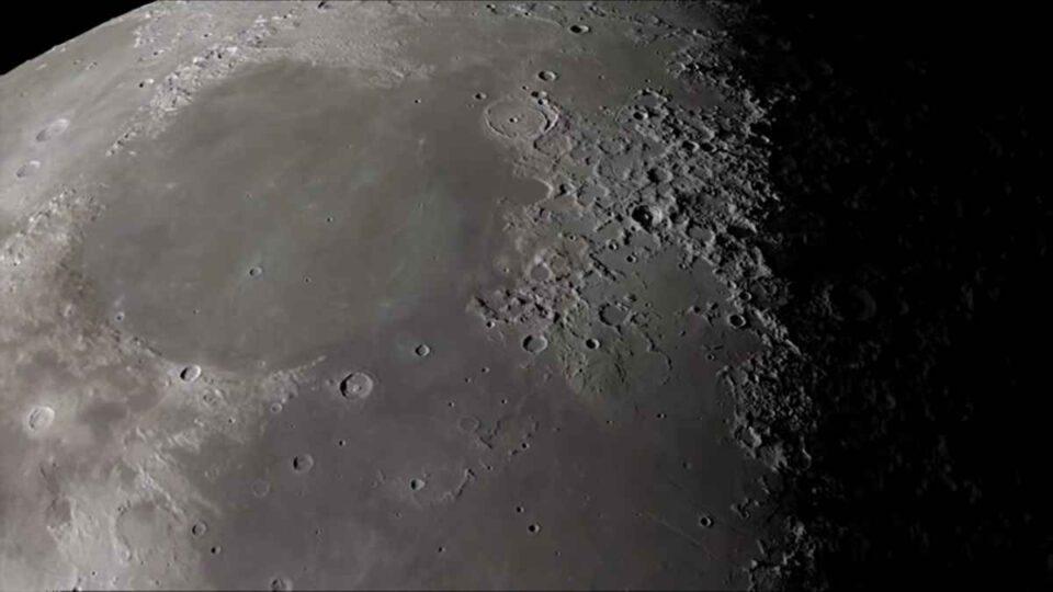 NASA anunță identificarea fără echivoc a apei pe Lună