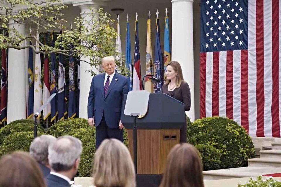 Donald Trump se impune: Judecătoarea Amy Coney Barrett, confirmată la Curtea Supremă