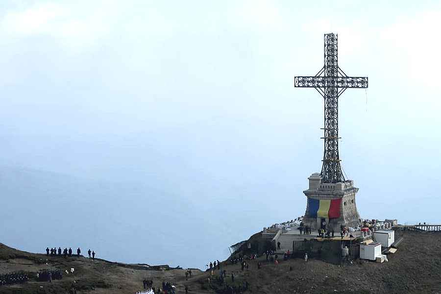 De Ziua Sfântului Andrei, Crucea de pe Caraiman va fi resfințită