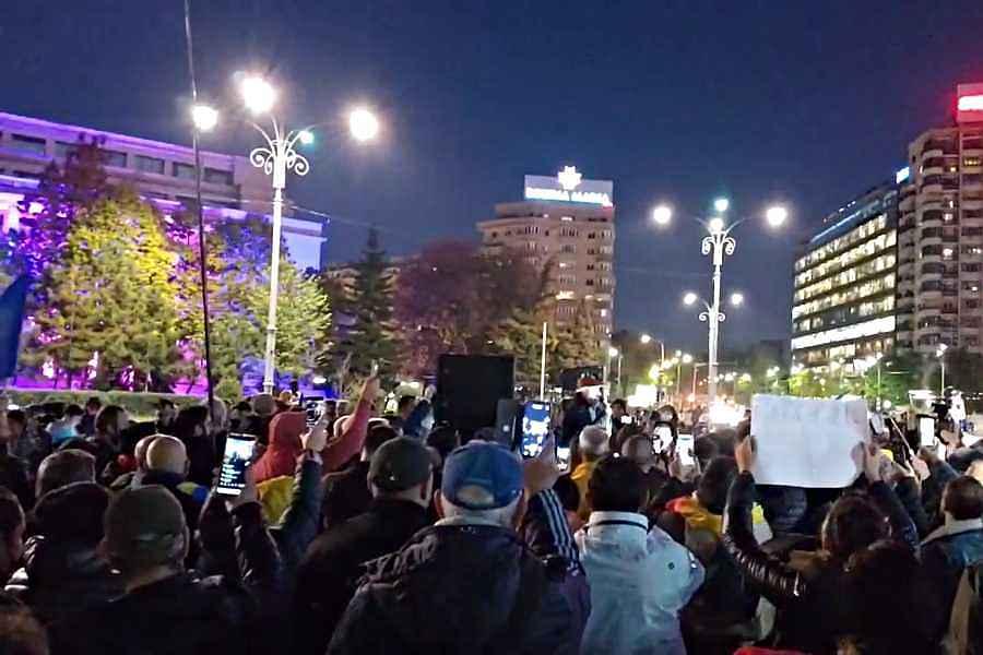 Au curs amenzile la protestul de duminică din Piața Victoriei