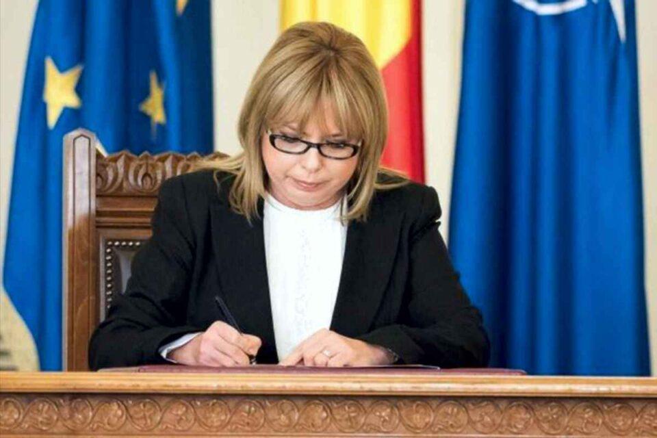 Anca Dragu anunță că încearcă să convoace plenul, pentru ca moțiunea să își urmeze parcursul constituțional