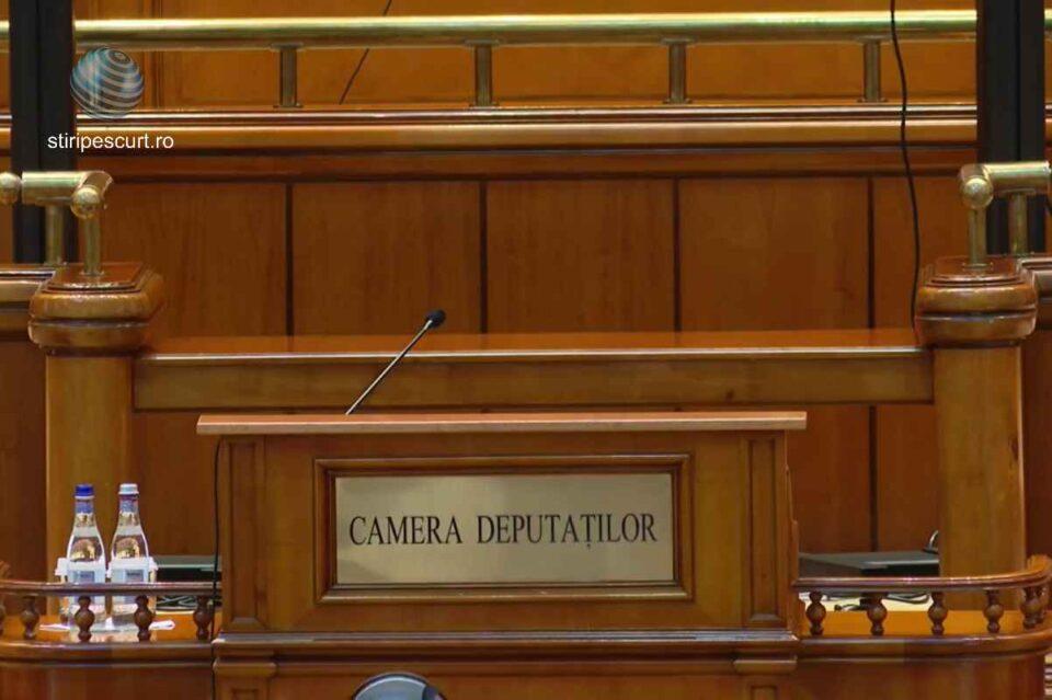 Camera Deputaţilor dezbate luni moţiunea PSD împotriva lui Ghinea, iar marți va avea loc votul