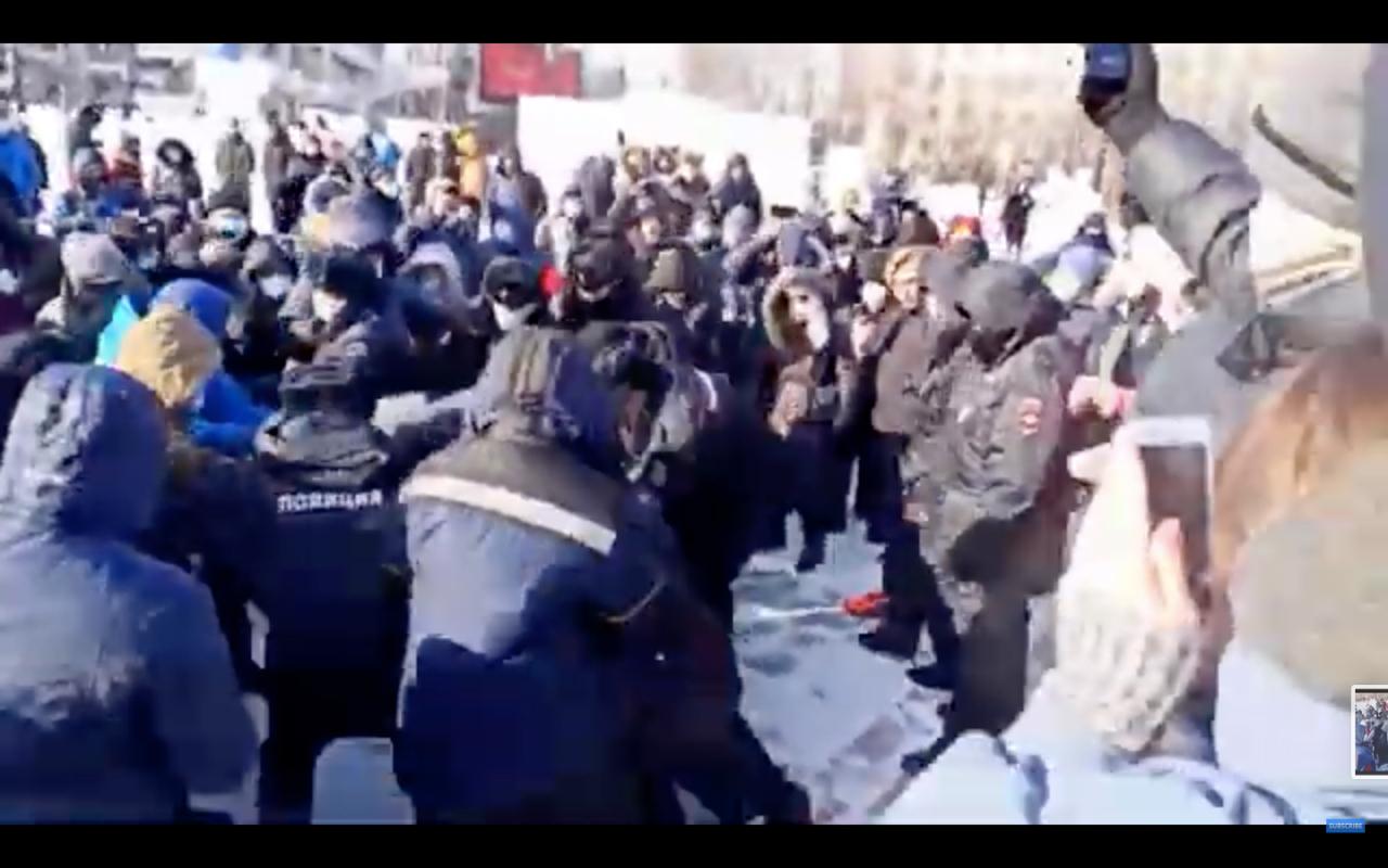 Arestări pe bandă rulantă la manifestațiile pro-Navalnîi: Peste 1000 de persoane au fost reținute de forțele de ordine