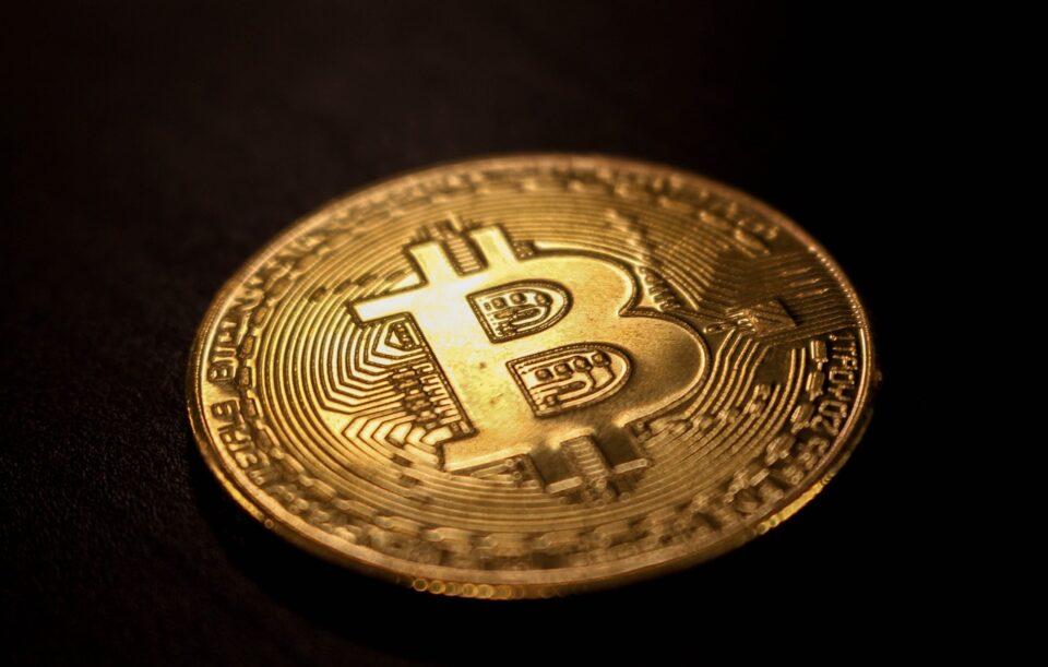 Prăbușire pe piața criptomonedelor: În 24 de ore, valuta digitală a pierdut 170 de miliarde de dolari