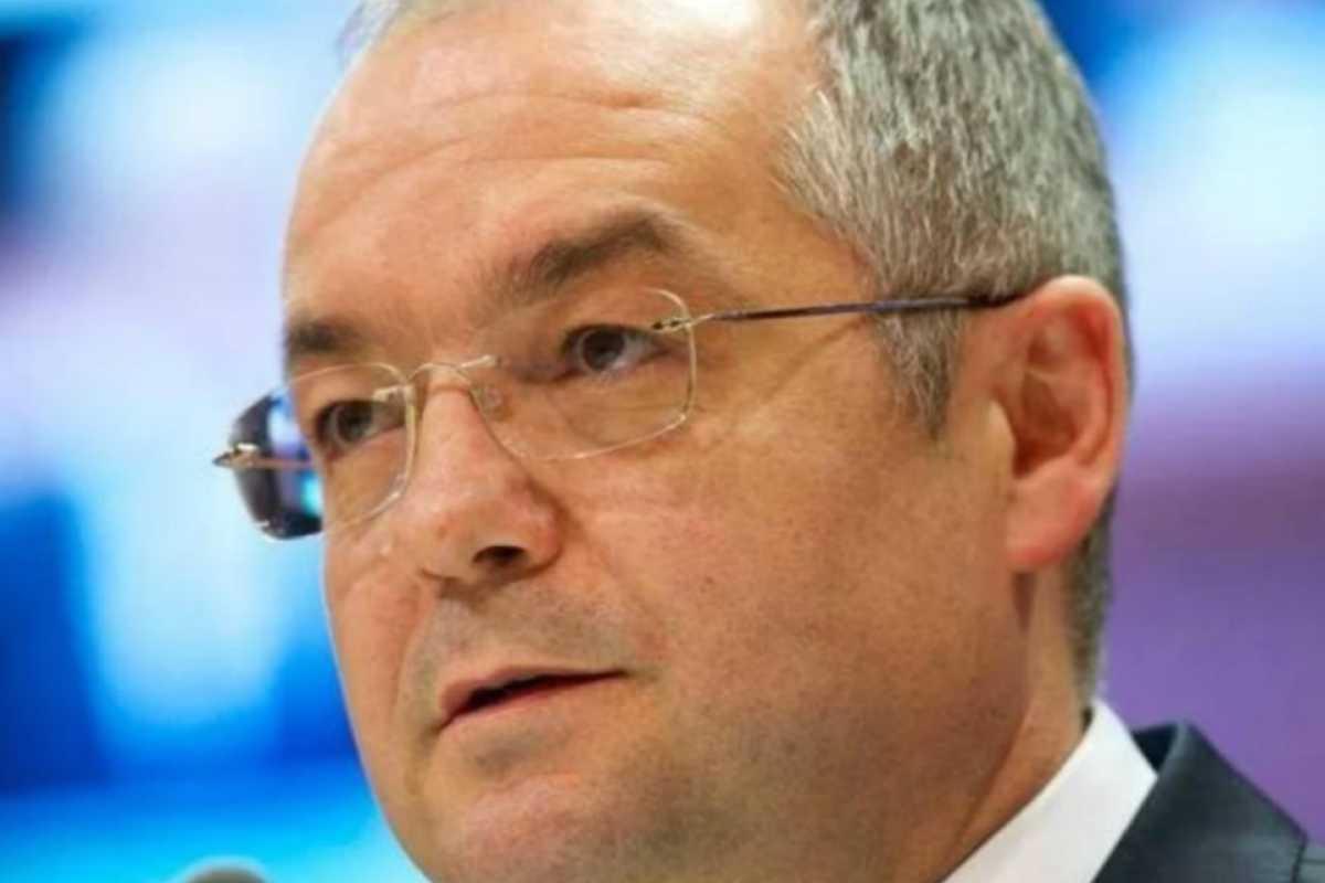 Asociația Municipiilor, condusă de Emil Boc, acuză Guvernul că nu alocă fonduri pentru vaccinare și pune în pericol campania de imunizare