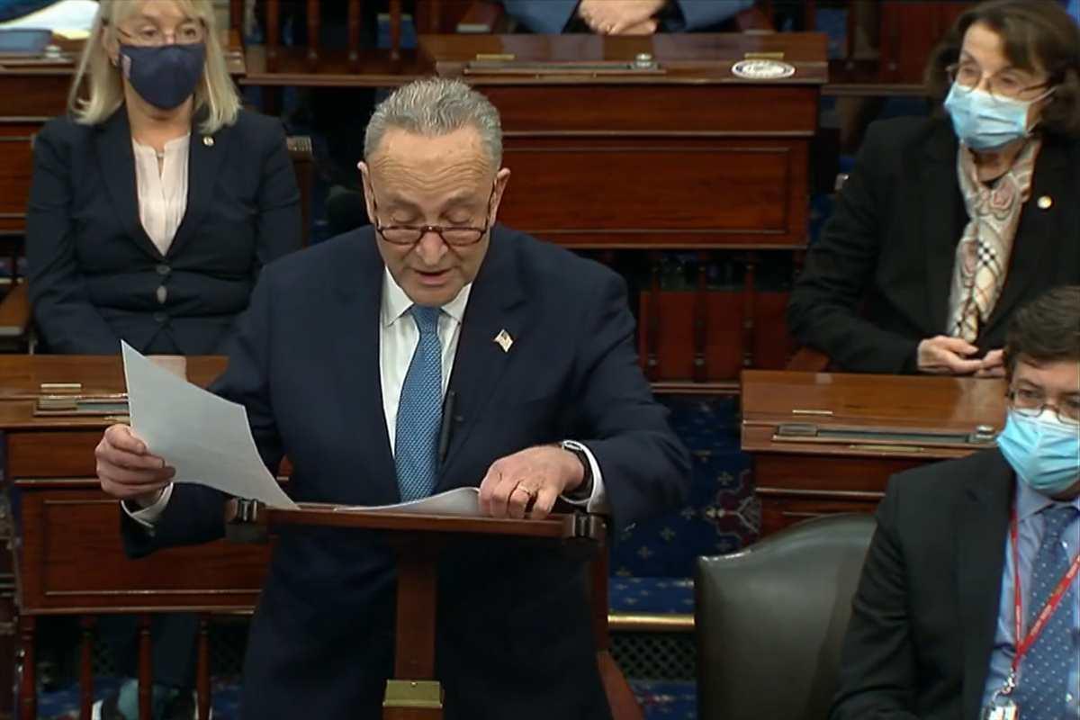 Chuck Schumer, liderul democraţilor din Senatul Statelor Unite, a cerut joi vicepreşedintelui Mike Pence să invoce cel de-al 25-lea amendament