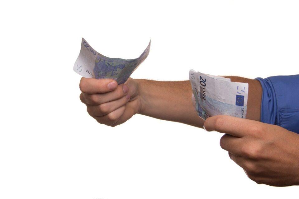 Guvernul continuă seria împrumuturilor: A mai luat peste 1,5 miliarde de lei, de la bănci, după ce, la începutul săptămânii, luase aproape 900 de milioane de lei