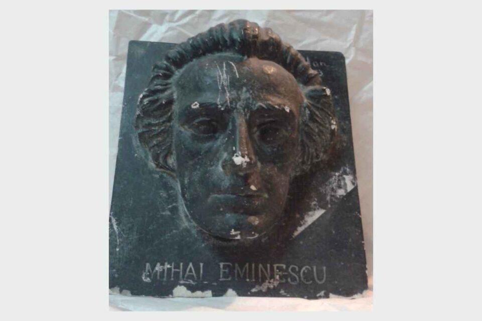 Altorelief Mihai Eminescu de Oscar Han
