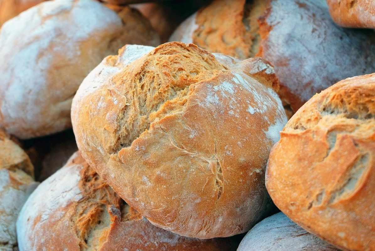 ROMPAN face plângere penală la adresa unui producător de pâine, pe care îl acuză că minte când afirmă că produsele ambalate protejează de COVID