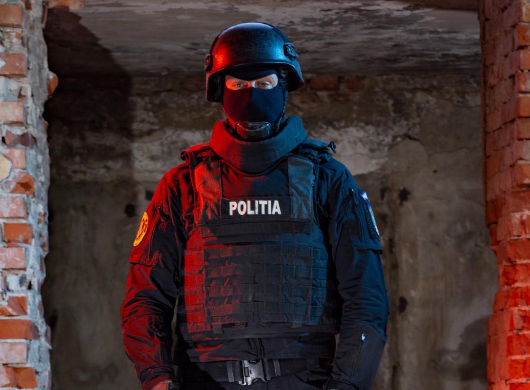 Mascații au făcut 9 percheziții, în Bucureşti şi Ilfov, legate de demolarea ilegală a unui imobil din centrul Capitalei