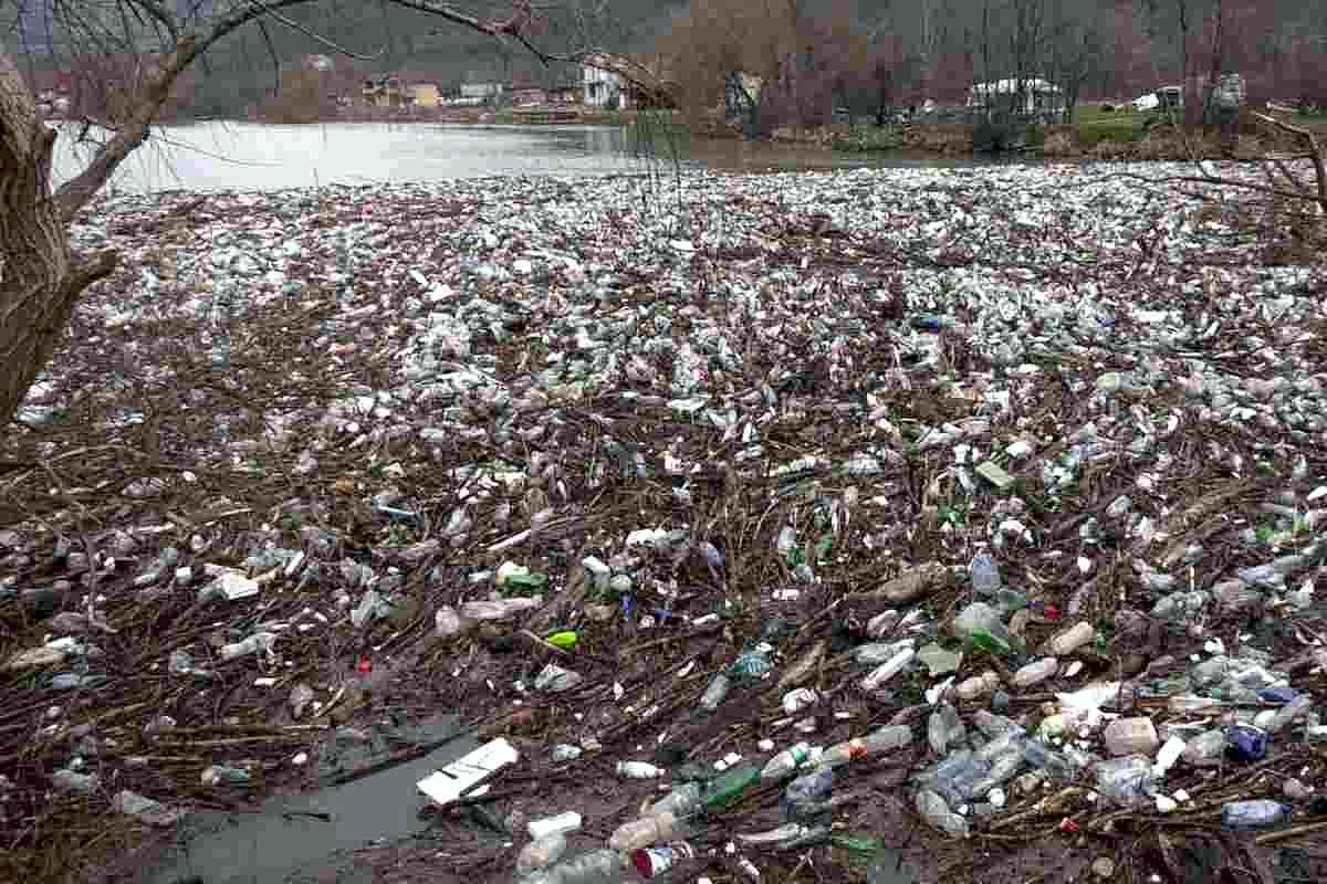 Râul Cerna va fi curăţat de deşeurile acumulate în urma viiturilor