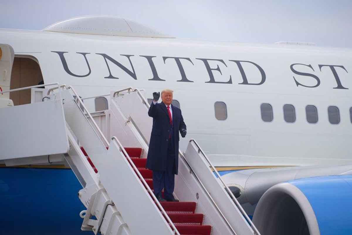 Trump cochetează cu ideea de autograţiere. Probabil că violențele de la Capitoliu l-au pus pe gânduri
