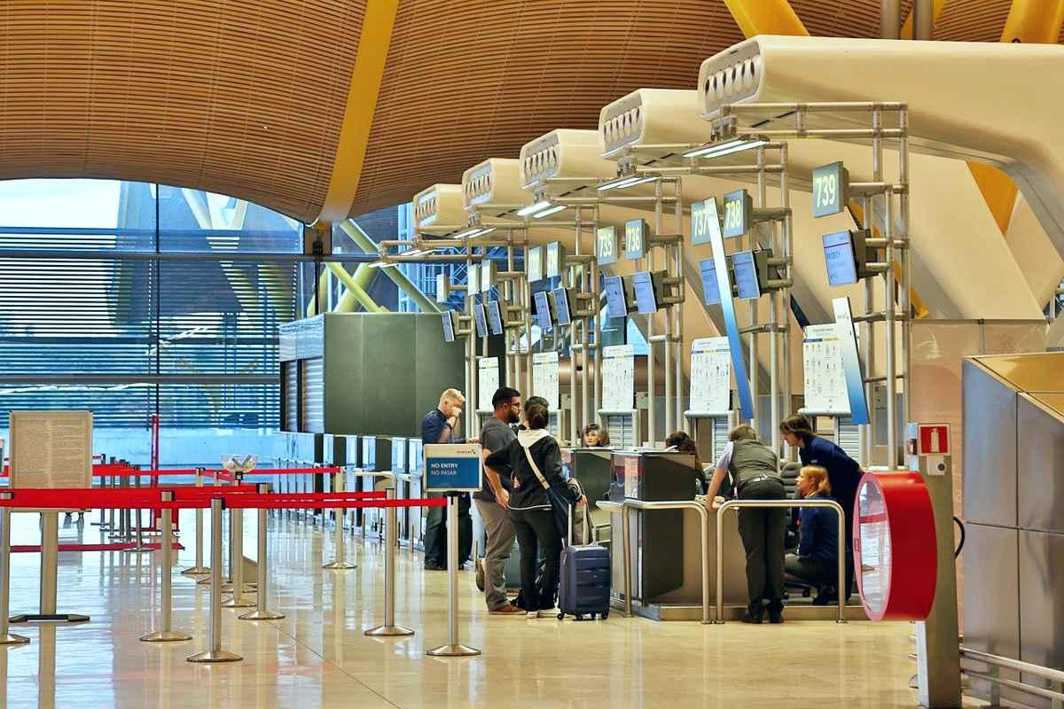 Noi restricții impuse românilor care se întorc din străinătate. Când intră în vigoare
