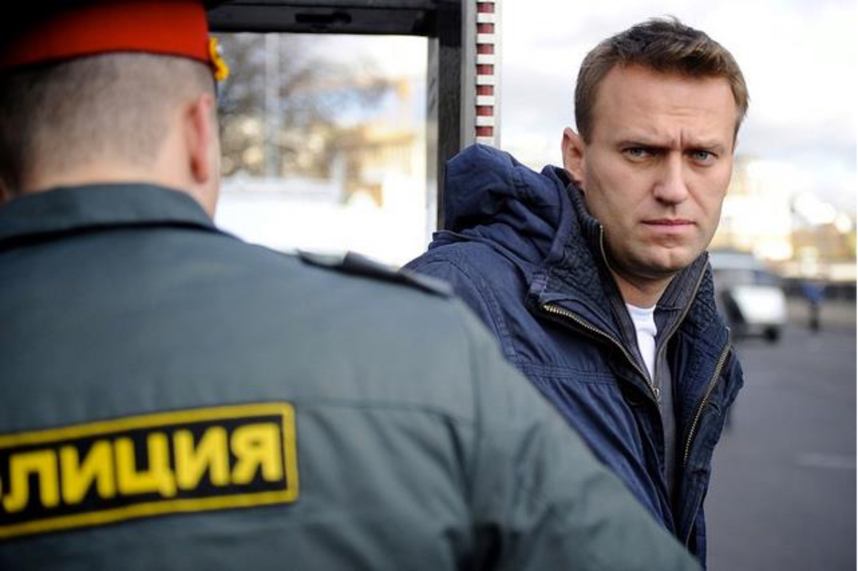 Justiţia rusă a decis: Navalnîi va face doi ani și jumătate de închisoare