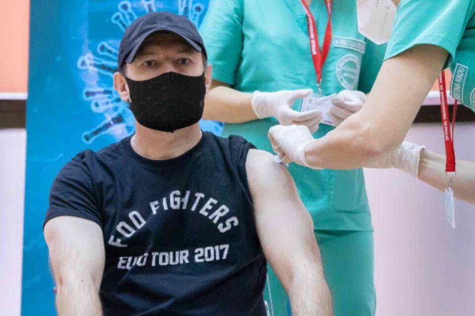 Cîţu s-a imunizat cu a doua doză de vaccin anti-COVID și a precizat că, în februarie, așteptăm circa 600000 de doze de vaccin Astra Zeneca