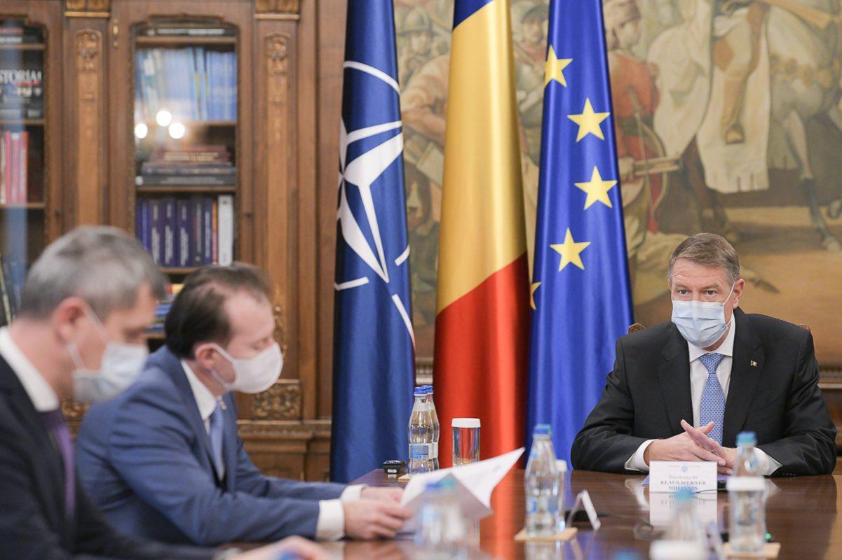 Iohannis bagă premierul și miniștrii în ședințe