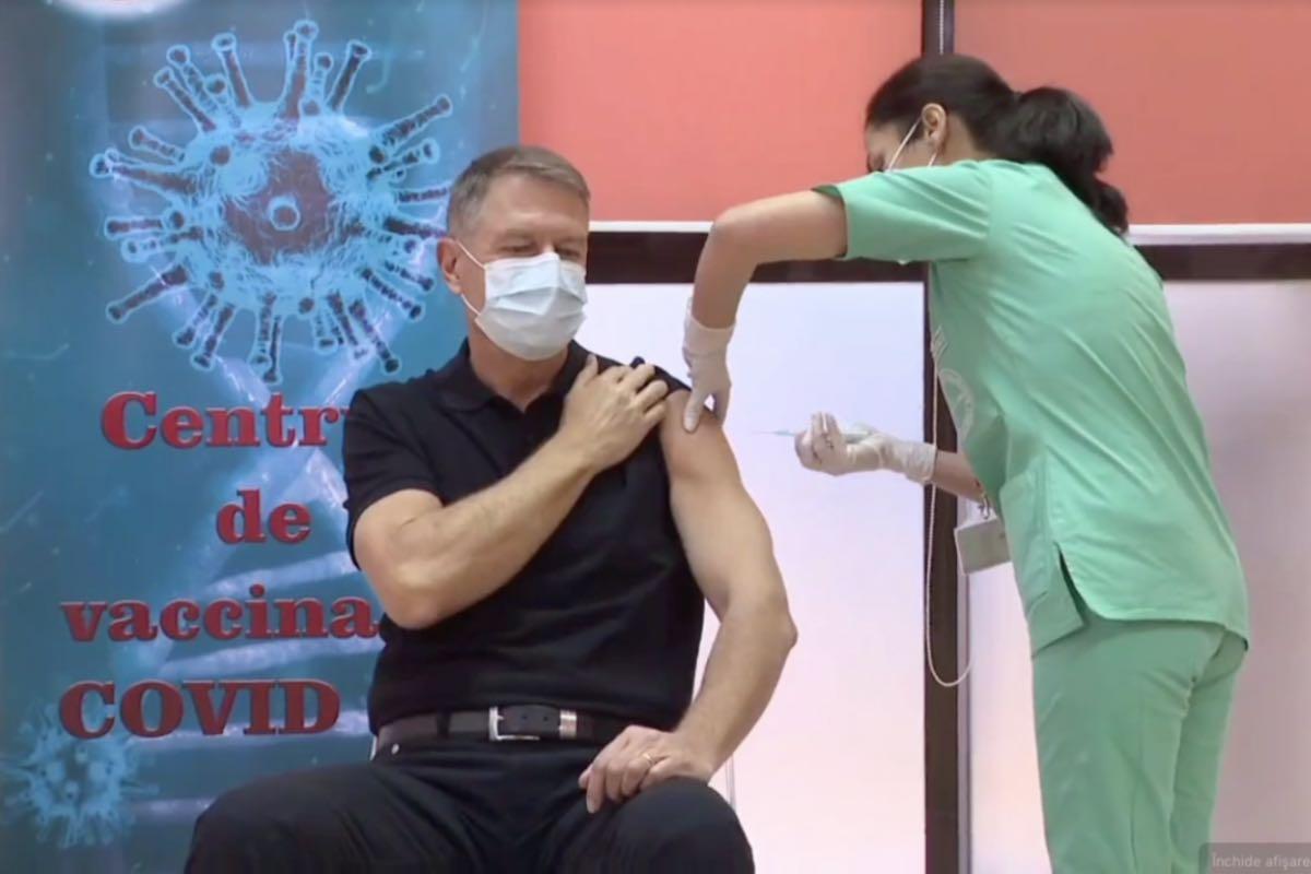 Președintele Iohannis primește cea de-a doua doză de vaccin anti-COVID