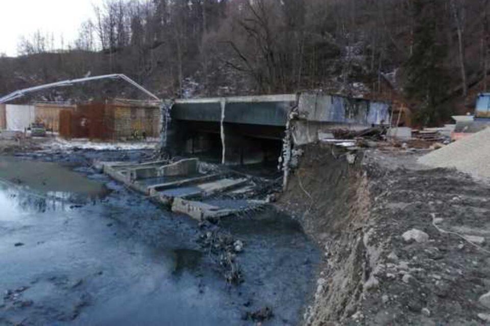 Poluare pe râul Prahova, după prăbușirea peretului unei stații de epurare
