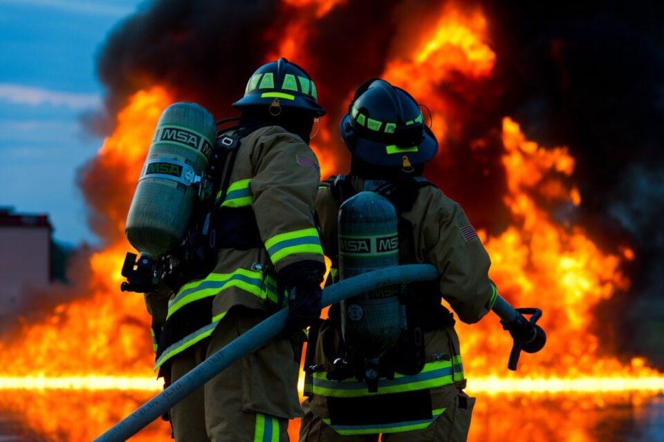 Incendiu de proporții la o fabrică din Timișoara. 600 de persoane, evacuate