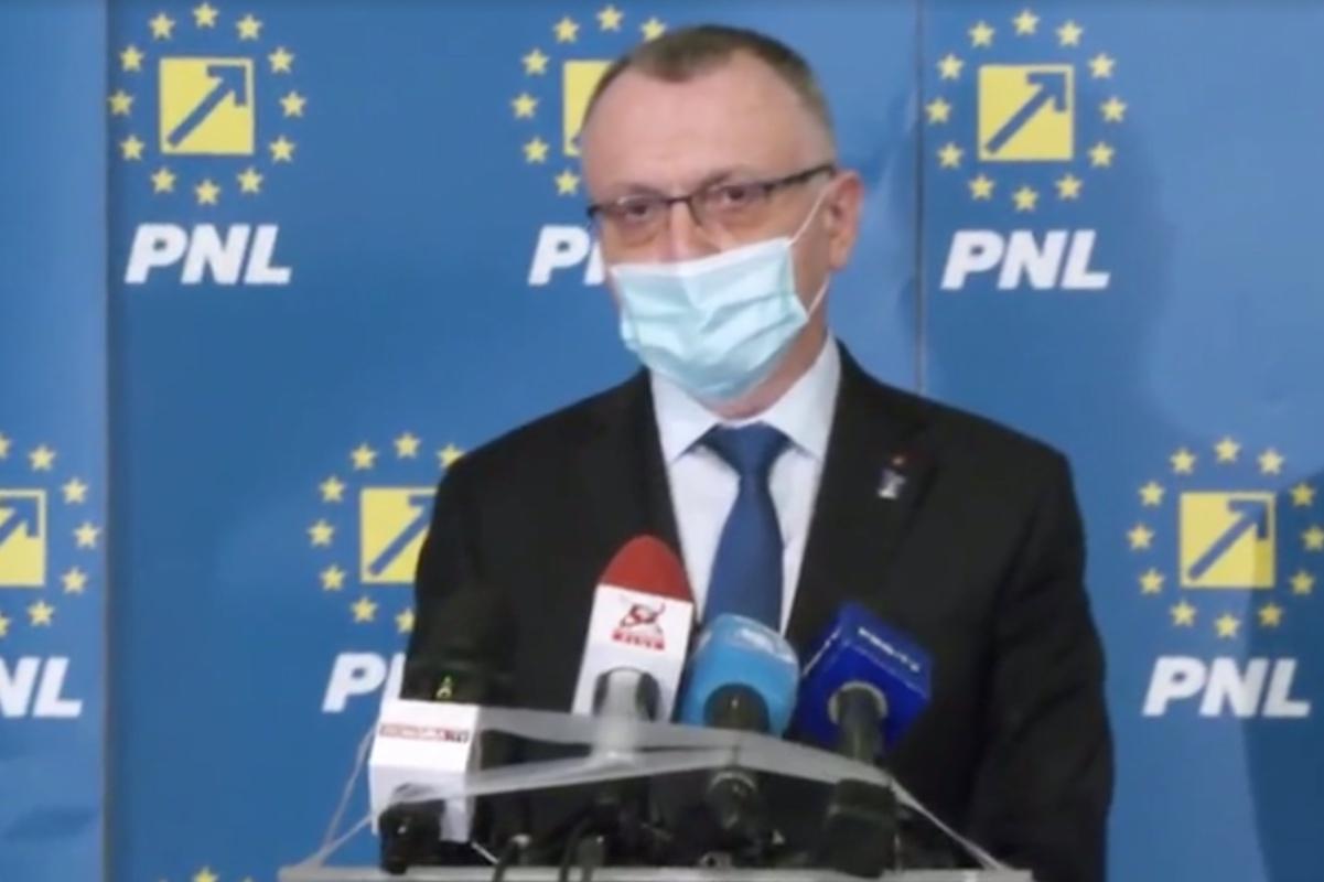 Sorin Cîmpeanu a dat liber la flori și mărțișoare în școli