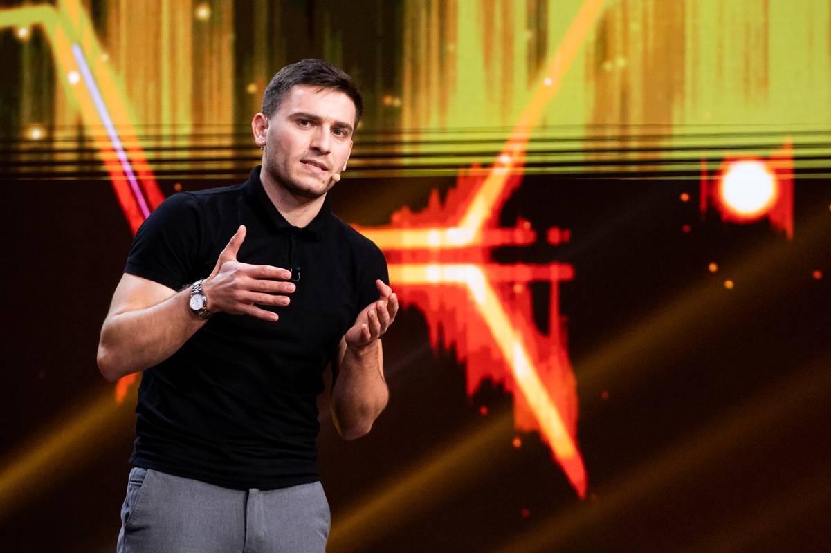 Votat de public: Alexandru Ghețan este cel de-al cincilea finalist iUmor