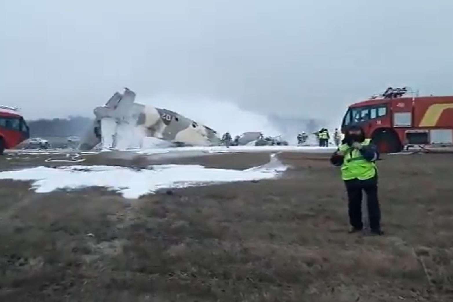 Patru morți, după ce un avion militar s-a prăbuşit la Almaty