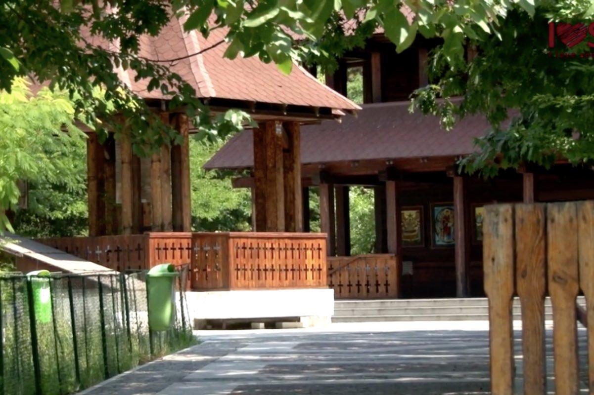 Biserica maramureșană, din Parcul IOR, vandalizată!