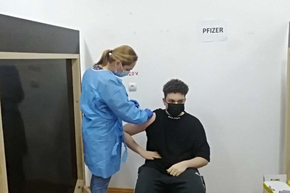 Cel mai tânăr român vaccinat anti-Covid: Vreau să pot ieşi mai relaxat pe stradă şi oriunde vreau