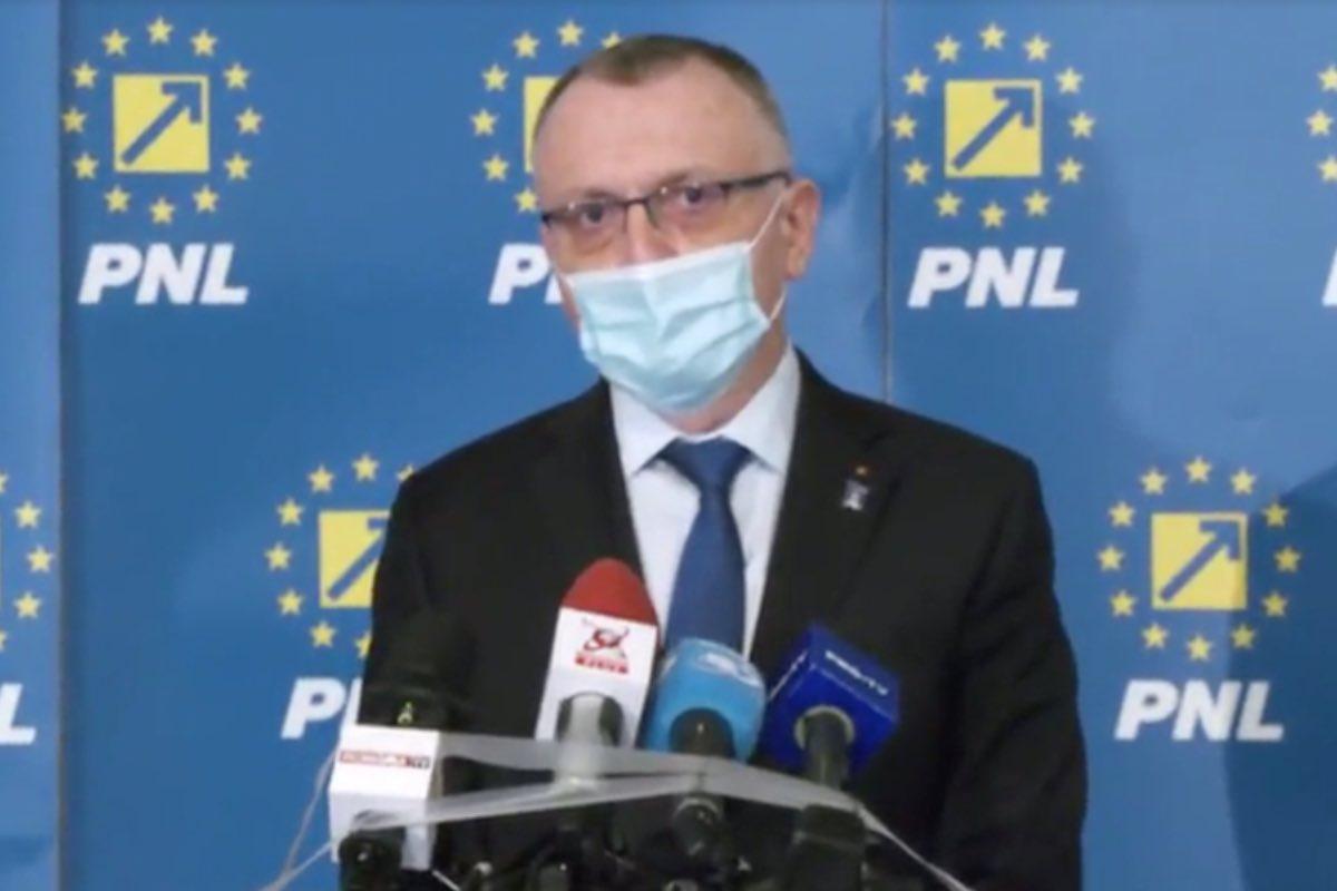 Ministrul Educaţiei, Sorin Cîmpeanu, propune scurtarea cu o săptămână a anului şcolar, fapt care ar da posibilitatea organizării Evaluării Naţionale în a doua jumătate a lunii iunie, aşa cum a fost stabilită iniţial data pentru acest examen.
