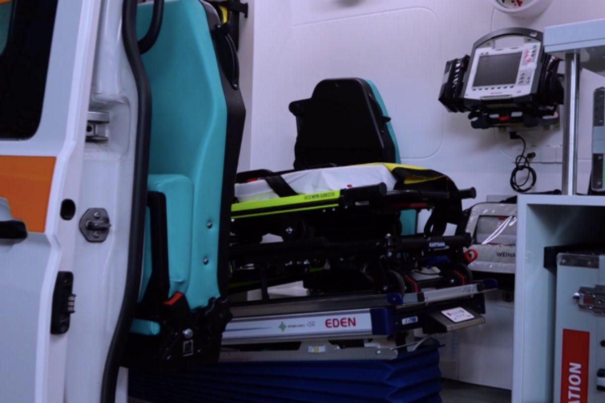 Voiculescu dă lucrurile pe față: Pacienții COVID sunt consultați în ambulanțe că nu au loc în spitale