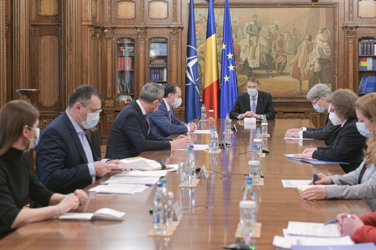 Iohannis i-a chemat, la Cotroceni, pe Cîțu, Barna și Ghinea, să discute despre Planul Naţional de Redresare şi Rezilienţă